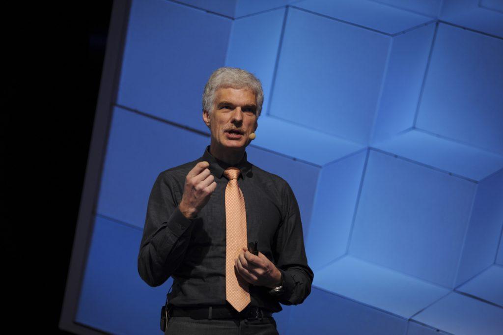 Andreas Schleicher hält eine Rede